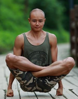 乐嘉肌肉照 体型健壮更健康