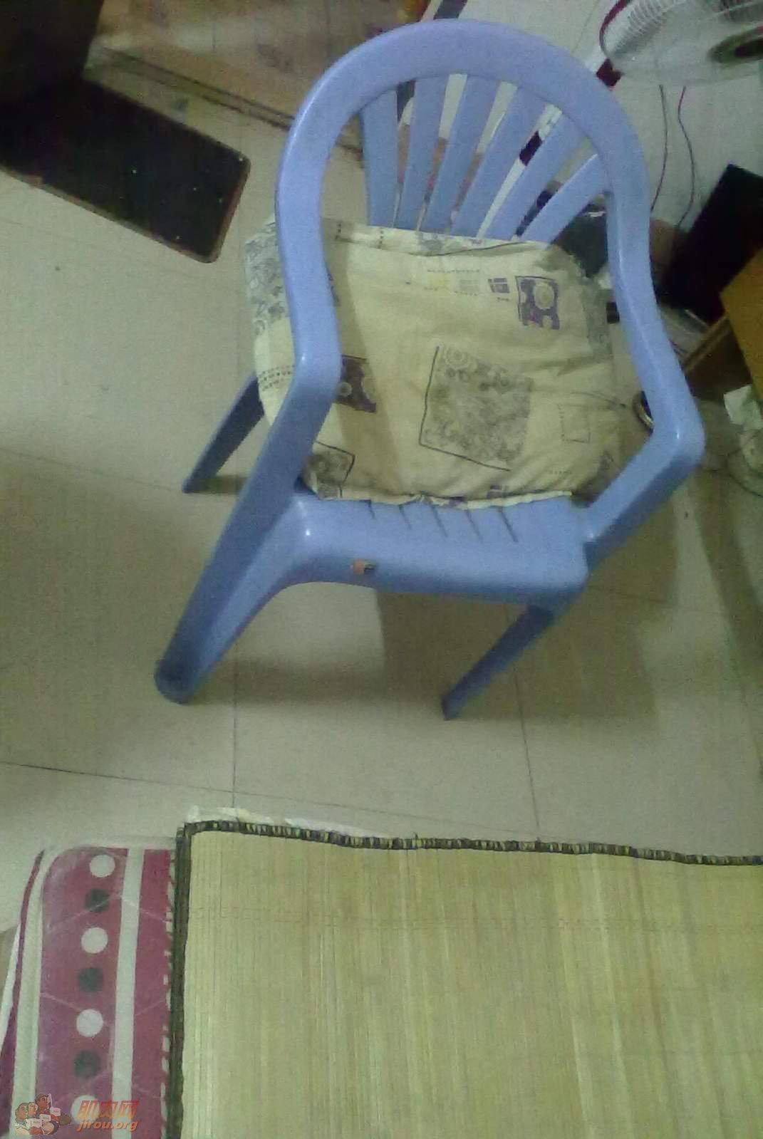 东莞/我的简陋的辅助工具,一张在旧货店买来的凳子,15块钱。...