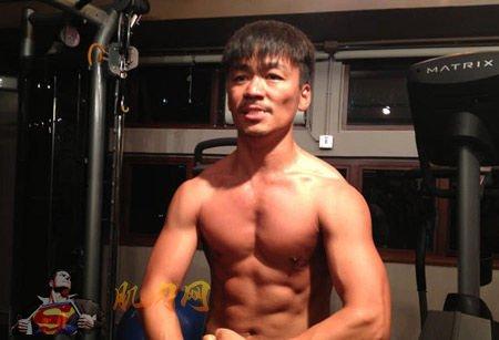 王宝强肌肉照 半裸秀