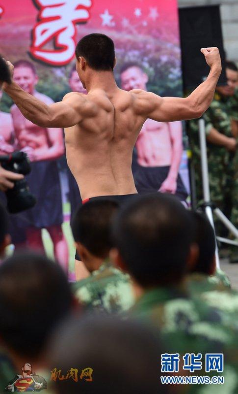 警营健美达人秀 型男大秀肌肉图片