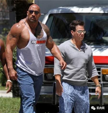 史泰龙身高_肌肉再牛X,也别和NBA球员合照!_肌肉网
