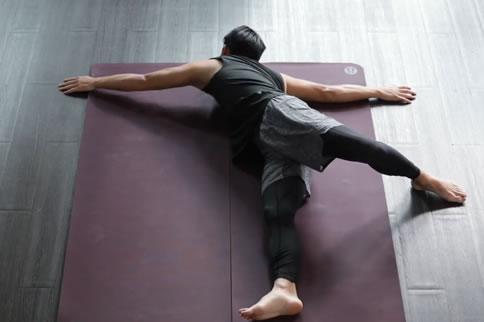 晚上练的瘦身瑜伽动作 坚持就能拥有好身材 减肥塑形