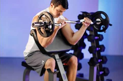 杠铃肱二头肌锻炼方法是什么 增肌健身