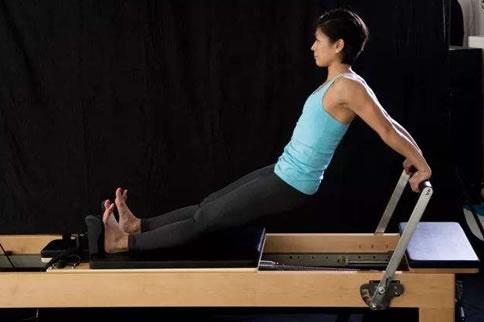 3个常见的肱三头肌的锻炼方法 增肌健身
