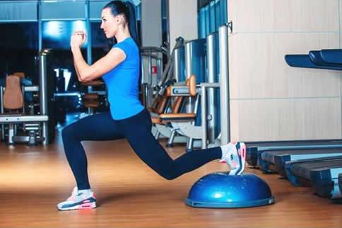 简单易练的无器械腿部力量训练方法
