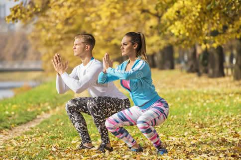 在家如何增加腿部力量训练