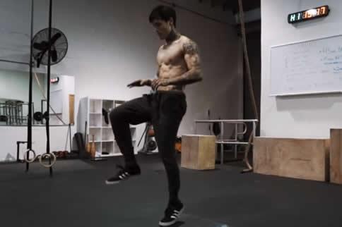 肌肉锻炼计划表_最好的小学生体能训练计划表_肌肉网