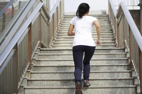 爬楼梯和跳绳哪个减肥效果好