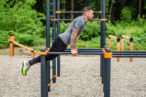 双杠臂屈伸动作要领 双杠臂屈伸的训练中的注意事项