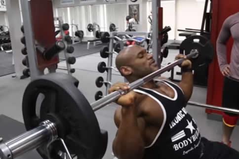 杠铃健身怎么练腹肌
