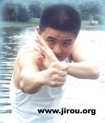 李小龙/1、外力训练:可采用杠铃、哑铃、拉力器、臂力器等器具练力及...